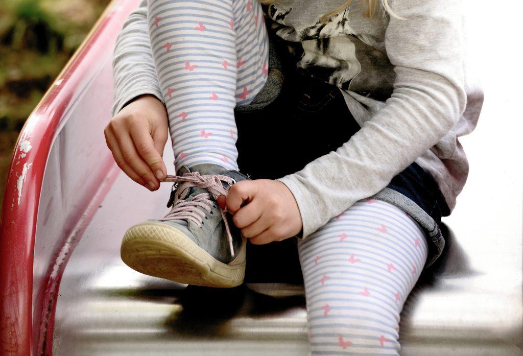 apprendimento automatico stringhe scarpe